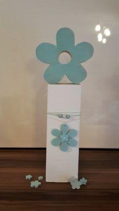 Frühlings Deko Blume auf Holz Säule von Etwas Schönes by Samoma! auf DaWanda.com
