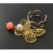 Anillo con Chapa de Oro, Perla y Dije de Mariposa | Ajustable
