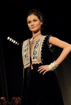 Afghan Fashion http://www.pinterest.com/wywoodandwovens/international-fashion/