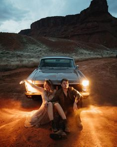 3,852 mentions J'aime, 103 commentaires – Dallin and Cienna (@dallinandcienna) sur Instagram : «Moab 🏜 . . . . . #moabweddingphotographer #moabwedding #moabelopement #moabelopementphotographer…» Epic Photos, Cool Landscapes, We The People, Creative, Wedding Photos, Places To Visit, Photo And Video, Vintage, Photography