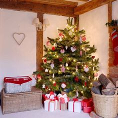 Yellow house on the beach: Rustic and Christmas