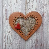Love this idea for clay ornaments Clay Art Projects, Polymer Clay Projects, Clay Crafts, Crafts To Make, Ceramic Jewelry, Polymer Clay Jewelry, Ceramic Pottery, Pottery Art, Play Clay