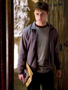 Sexiest Witch and Wizard Transformations - - Harry Potter Hotties! Sexiest Witch and Wizard Transformations WORLD POTTER Harry Potter Hotties! Sexiest Witch and Wizard Transformations – Us Weekly Harry James Potter, Harry Potter Humor, Daniel Radcliffe Harry Potter, Fans D'harry Potter, Theme Harry Potter, Harry Potter Pictures, Harry Potter Cast, Harry Potter Characters, Harry Potter World