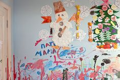 Стены детской, окрашенные в пастельный тон, на  которых можно рисовать.