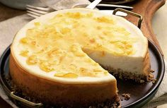 How to Make Cheesecake. Find out how to make a classic cheesecake in five easy steps. Almost more pie than cake-like, cream cheese makes this sweet custard cake sublime. In this video, youll learn how to make cheesecake in just five easy steps. Low Calorie Cheesecake, No Bake Cheesecake, Cheesecake Recipes, Cinnamon Cheesecake, Classic Cheesecake, Raspberry Cheesecake, Pumpkin Cheesecake, Tortas Light, Vegetarian