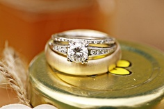 Engagement ring and wedding ring photo