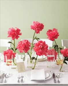 big flowerheads on table - via sweet home tagesanzeiger.ch