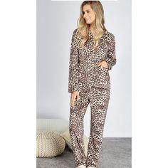 Amamos momentos de conforto quentinhos e cheio de glamour !!!! #pijamasinverno #anyany #temnaLM #onca #quentinho #moderno #Londrina