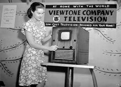 The Viewtone post-war television prototype was publicly demonstrated to TV dealers and New York Times reporters, in a New York city department store, on August 1945 – with the article about the demonstration covered in the newspaper on August Vintage Television, Television Set, Radios, Tvs, Photo Ed, Radio Antigua, Rare Historical Photos, Today In History, Ideas