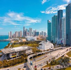 A sunny view of Downtown Miami Florida East Coast, Miami Florida, Miami Beach, Downtown Miami, Cincinnati, Miami Skyline, Miami Life, Home Buying Process, Arquitetura