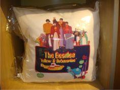 Capa de Almofada The Beatles - Yellow Submarine   http://www.elo7.com.br/capa-de-almofada-the-beatles/dp/233D95