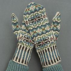 Ravelry: Tettegouche Mittens pattern by Virginia Sattler-Reimer Mittens Pattern, Knit Mittens, Knitted Gloves, Knitting Socks, Knit Socks, Knitting Projects, Knitting Patterns, Fingerless Mitts, Beanie