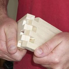 How to Make Flawless Box Joints How to make Box Joint Jig from Fine Woodworking Magazine Woodworking Joints, Woodworking Workshop, Woodworking Techniques, Fine Woodworking, Woodworking Crafts, Woodworking Furniture, Woodworking Apron, Woodworking Magazines, Woodworking Courses