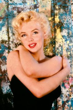 Marilyn Monroe photographed by Cecil Beaton, 1956 Marylin Monroe, Marilyn Monroe Photos, Cecil Beaton, Mae West, Glamour, Norma Jeane, Classic Beauty, Belle Photo, Old Hollywood