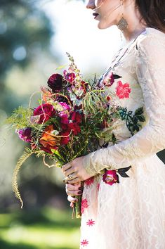 wild flower bouquet ideas for your Fall wedding Boho Wedding Flowers, Flower Bouquet Wedding, Floral Wedding, Fall Wedding, Dream Wedding, Autumn Inspiration, Wedding Inspiration, Wedding Ideas, Bride Bouquets