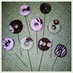 Donuts de alfileres de novia en fimo