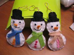 Bonecos de neve em feltro