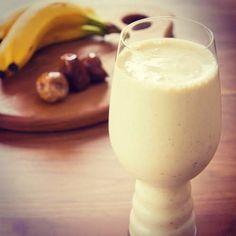 smoothie protéiné 1 scoop de whey goût vanille (environ 25grammes) 1 banane 280ml de lait écrémé (entier si vous avez besoin de plus de calories) 1 zeste d'orange 1 cuillère à soupe de beurre de cacahuète 1 cuillère à café de cannelle http://www.nopainnogain.fr/recette-smoothie-proteine-banane-et-beurre-de-cacahuetes/#sthash.EA6HA6NU.dpuf