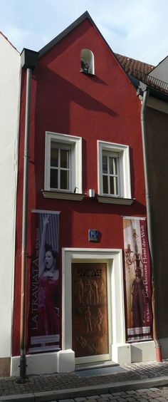 The smallest #hotel in the world http://www.kafepauza.mk/zanimlivosti/najmaliot-hotel-vo-svetot-namenet-za-zaljubenite-parovi/