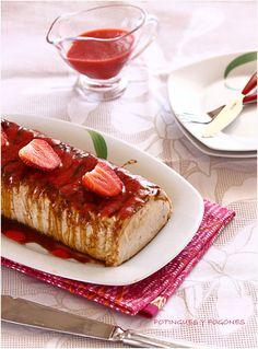 Pudding strawberries and cream cheese... this looks amazing. Really. Really. Amazing.
