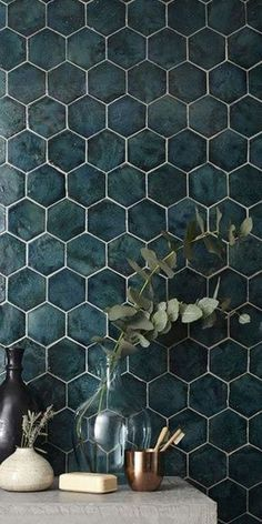Bathroom Decor tiles 10 -wrdige Fliesen, die du in - bathroomdecor Bathroom Interior Design, Interior Design Living Room, Bathroom Inspiration, Small Bathroom, Bathrooms, Bathroom Wall, Interior And Exterior, House Design, Decoration