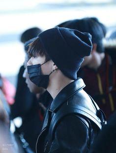 •161203 BTS' JUNGKOOK at the Incheon Airport