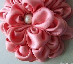 DIY: una flor con cinta de raso para transformar un vestido de fiesta - yo elijo…