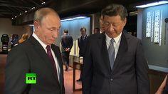Xiamen: Putin i Jinping na wystawie rękodzieła chińskiego z okazji szczytu BRICS 4-5.09.2017  Putin podarował chińskiemu koledze bursztynowy obraz i nefrytowe lampy na biurko  https://deutsch.rt.com/kurzclips/56755-xiamen-putin-und-jinping-bestaunen-handwerkskunst/