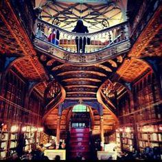 Livraria Lello e Irmão. Porto, Portugal.  É considerada uma das mais belas livrarias do mundo. A centenária Lello é uma instituição do Porto e é já visita obrigatória para quem vem de fora.  Foto: Elvis