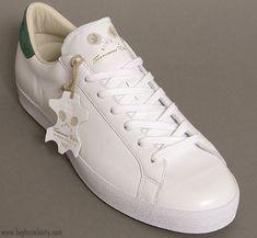 White Tennis Shoes, White Shoes, Rod Laver, Shoes Too Big, Italian Fashion, Vintage Shoes, Mens Fashion, Latest Fashion, Adidas Men