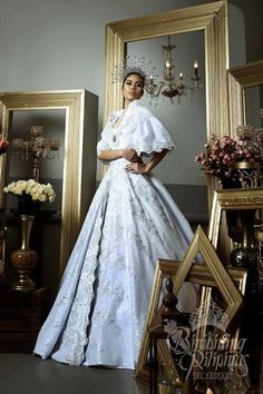Camille Manalo in national costume gown Modern Filipiniana Gown, Filipiniana Wedding Theme, Royal Dresses, Grad Dresses, Lovely Dresses, Maria Clara Dress Philippines, Philippines Fashion, Philippines People, Bridal Gowns