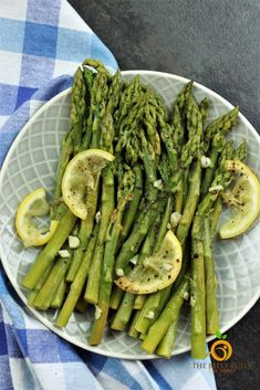 The easiest & most delicious Instant Pot Asparagus with Garlic Lemon and Pepper.No mushy, soggy, or undercookedAsparagus.Perfectly crispy tender in 15 mins Steamed Asparagus, How To Cook Asparagus, Chef Recipes, Crockpot Recipes, Sweets Recipes, Most Popular Recipes, Amazing Recipes, Superfood Recipes