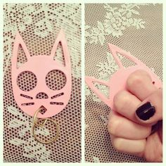 "kitty ""knuckles"" key chain 