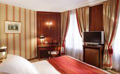 Standard room- Hôtel Rochester Champs Elysées, Paris.