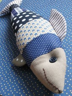 I hate creepy fish, but this is cute and could make me change my mind.love the patchwork idea. Fabric Toys, Fabric Art, Fabric Scraps, Sewing Crafts, Sewing Projects, Wood Projects, Fabric Fish, Beach Fabric, Fish Pillow