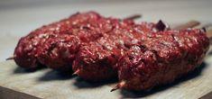 Niets is makkelijker dan spiesjes van de BBQ. Deze Indiase gehaktspiesen bijvoorbeeld!