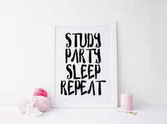 University Dorm Room Wall Art, Dorm Decorations,College Student Gift,Study Party Sleep Repeat Typography Print,Black College Dorm Decor von sweetandhoneyprints auf Etsy