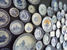 Blue and white plates on the wall at Bed and Breakfast 'Teuntje Dokkum'.