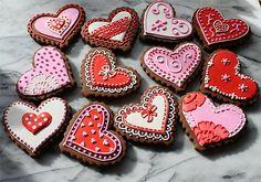 В День святого Валентина принято дарить близким печенье или шоколад в виде сердечек.