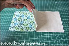 Tutorial paso a paso monedero fácil y rápido Monedero Tarjetero Handmade DIY Sewing Crafts, Sewing Projects, Sewing Ideas, How To Make Purses, Sewing Rooms, Handmade Bags, Purses And Handbags, Diy Tutorial, Coin Purse