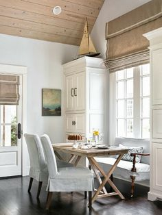 Charming Dining Space In An Atlanta Guest House