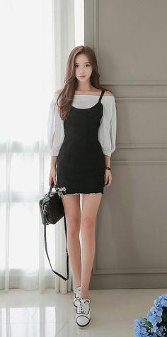 Saved by Connoisseur Fashion Models, Girl Fashion, Fashion Outfits, Womens Fashion, Girls In Mini Skirts, Korean Model, Beautiful Asian Girls, Asian Style, Asian Fashion
