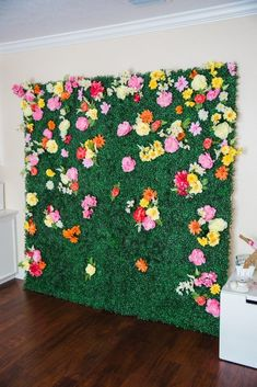 Last spring I created a live greenery and flower wall for the HOUSTON Magazine's 10th anniversary party and since then I've wanted to make something similar. Floral backdrop wall diy for any party! #party #flowers