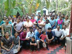 En la #India, Hermanos y Hermanas Cristianos Testigos de Jehová reunidos aquí. Ver jw.org en español.  (Brothers and Sisters from #India. See jw.org)