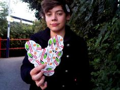 Check out 20 old, throwback photos of Harry Styles and prepare to be shook over the One Direction singer's major transformation and glo' up! Fetus Harry Styles, Harry Styles Baby, Harry Styles Pictures, Harry Edward Styles, Young Harry Styles, Fetus One Direction, One Direction Singers, I Love One Direction, Glo Up