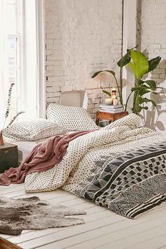 Locust Mele Geo Comforter
