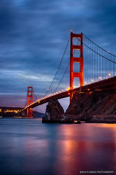 This suspension bridge has been the defining landmark in San Francisco since it opened in It's not named for its shade (a color called… Wallpaper Earth, Ocean Wallpaper, Golden Gate Bridge Wallpaper, Cool Places To Visit, Places To Travel, Puente Golden Gate, Bridges Architecture, San Francisco Travel, City Aesthetic