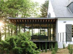 Une néo-cabane bretonne ouverte sur la nature réalisée par l'architecte Jean-Luc Etienne