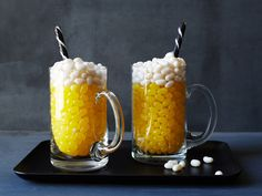 "Pittsburgh Steelers : Here's to a pint even the kids can enjoy! Fill glass beer mugs three-quarters of the way with yellow jelly beans, then top with a cap of white jelly bean ""foam."" A black-and-white candy stick completes the look."