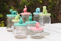 tutorial: hacer tarros con tapas de animales Modern Crafts, Diy Arts And Crafts, Crafts For Teens, Gifts For Kids, Diy Crafts, Plastic Animal Crafts, Pots, Mason Jar Projects, Dementia Activities